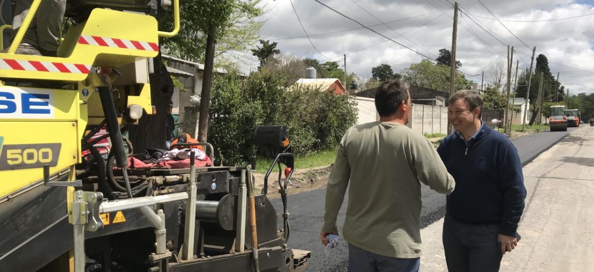 El municipio de Alte. Brown avanza con las obras de asfalto en Claypole y Don Orione