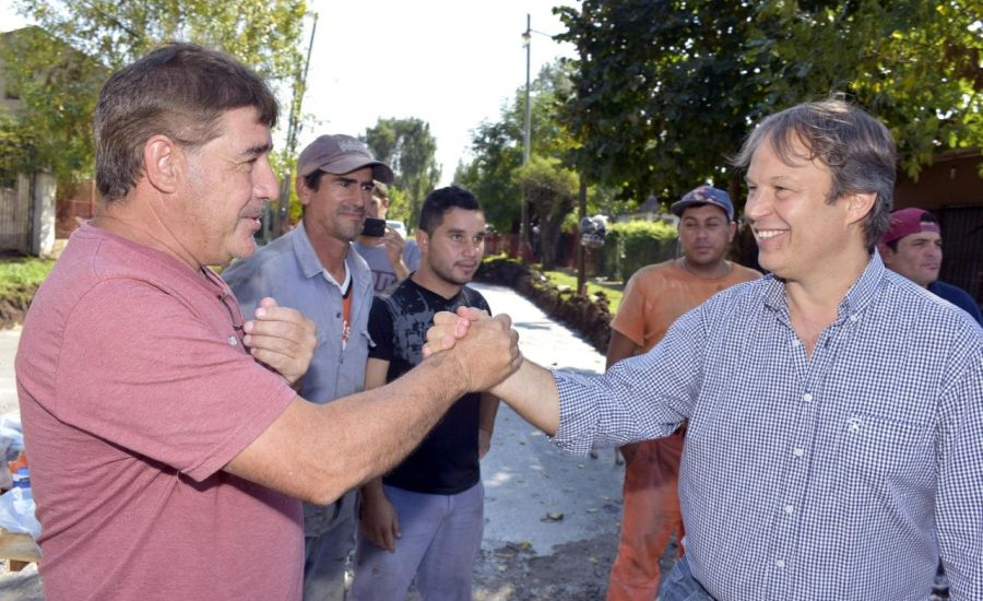 Cascallares recorrió obra de pavimento ejecutada a través de nuevo plan municipal
