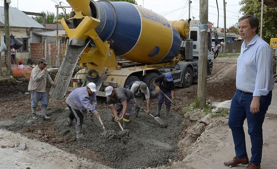 Cascallares recorrió obras de asfalto en las localidades de Brown