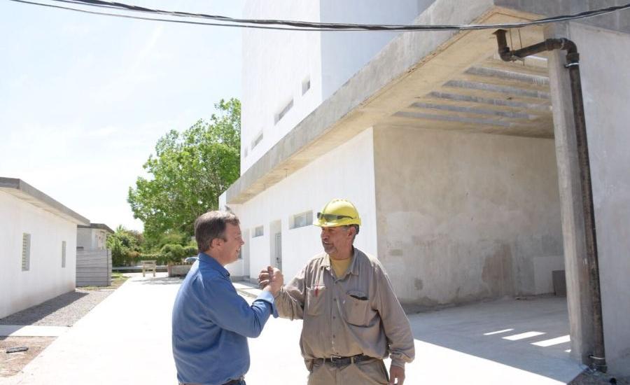 Cascallares recorrió  guardería y las obras del hospital Lucio Meléndez