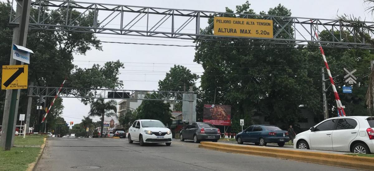 Trenes Argentinos cierra paso a nivel de Espora y el municipio sale a ordenar el tránsito