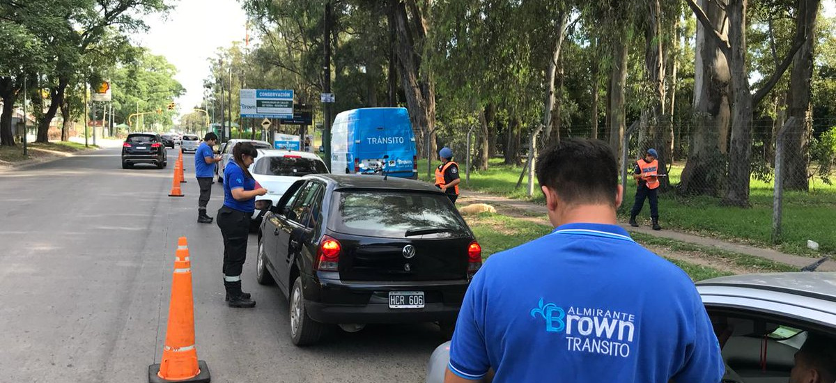 Más de 50 licencias de conducir incautadas en operativos de tránsito y anti picadas en Alte Brown
