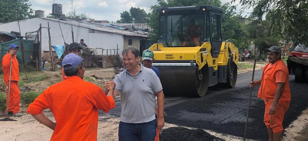 Avanzan numerosas obras de asfalto en localidades y barrios