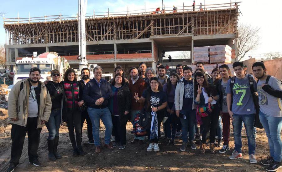 Cascallares recorrió la obra del edificio que construye el municipio para el  Instituto de Formación Docente N° 41