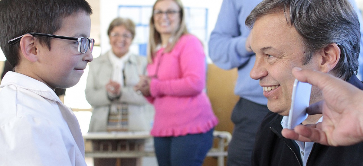 Cascallares entregó 113 pares de anteojos a alumnos de Glew