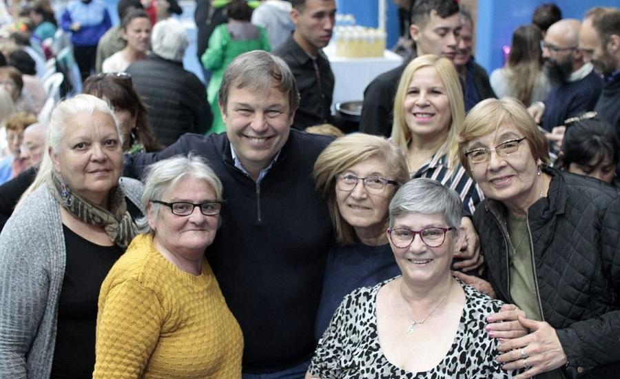 Cascallares celebró el día del jubilado junto a 2 mil abuelos brownianos