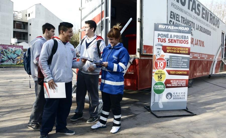 Llegó a plaza Brown el trailer de concientización sobre  seguridad vial