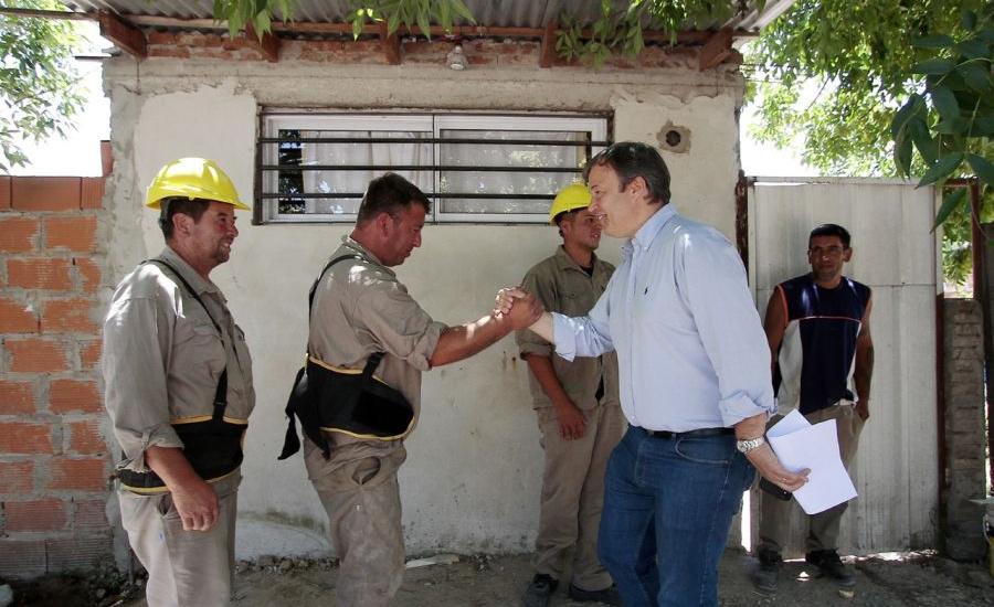 Cascallares recorrió obras de mejoramiento de calles, veredas y luminarias en Don Orione