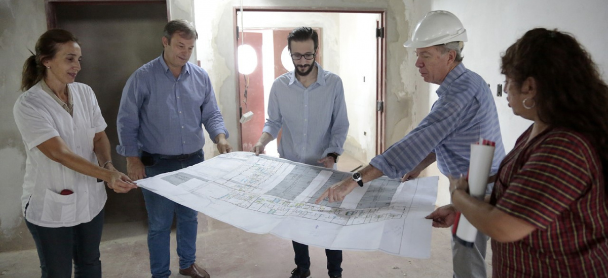 Cascallares recorrió las obras del Hospital Oñativia junto al ministro Simone
