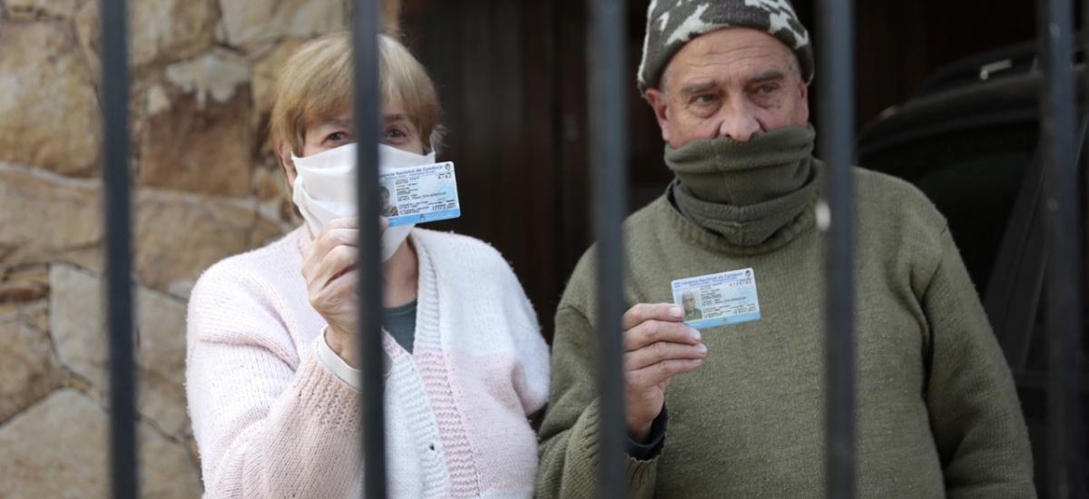 El municipio reparte casa por casa más de 400 licencias de conducir