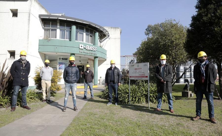 Cascallares visitó empresa del parque industrial que donó 10 mil unidades de alcohol en gel