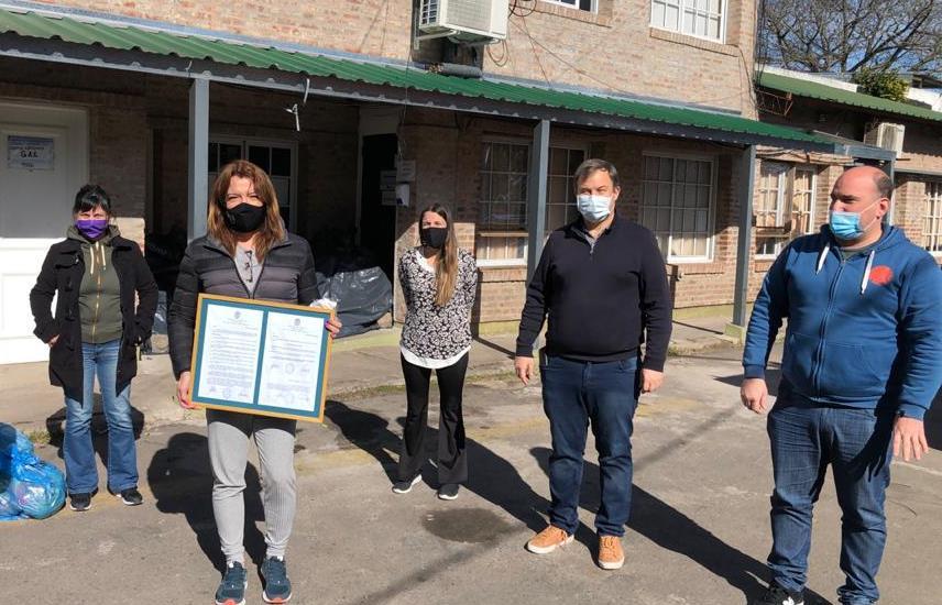 Cascallares recibió a Lizy Tagliani, que entregó donaciones de alimentos