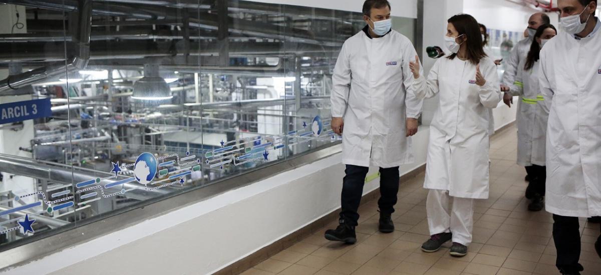 Cascallares recorrió la planta Danone que realiza donaciones en el marco de la pandemia