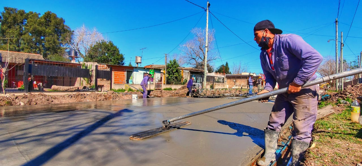 El municipio avanza con obras de asfalto en los barrios brownianos