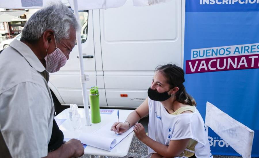 El municipio inscribe para vacunarse con su 0800, en centros comerciales y estaciones de trenes