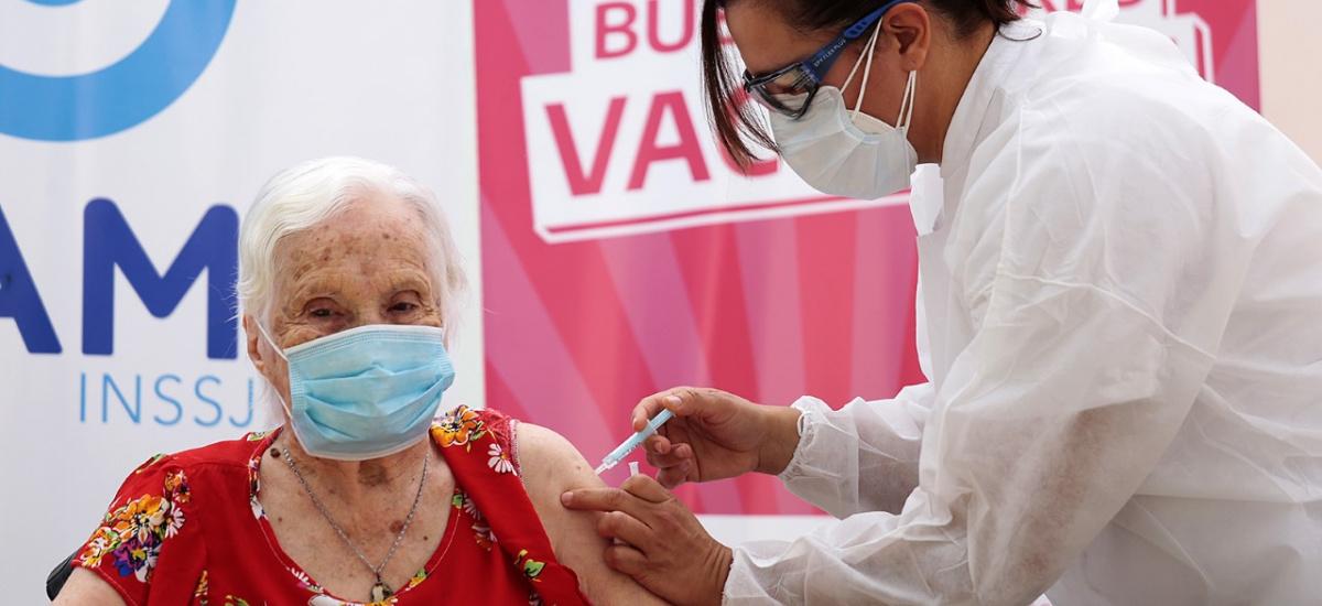 Covid 19: arrancó la vacunación en residencias geriátricas de Alte. Brown