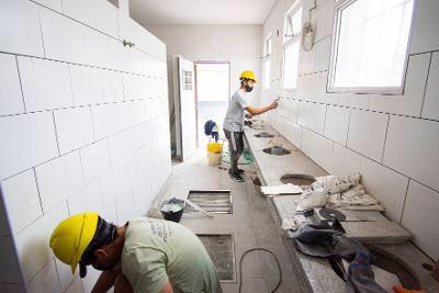Avanzan las obras de infraestructura en 72 escuelas de Almirante Brown