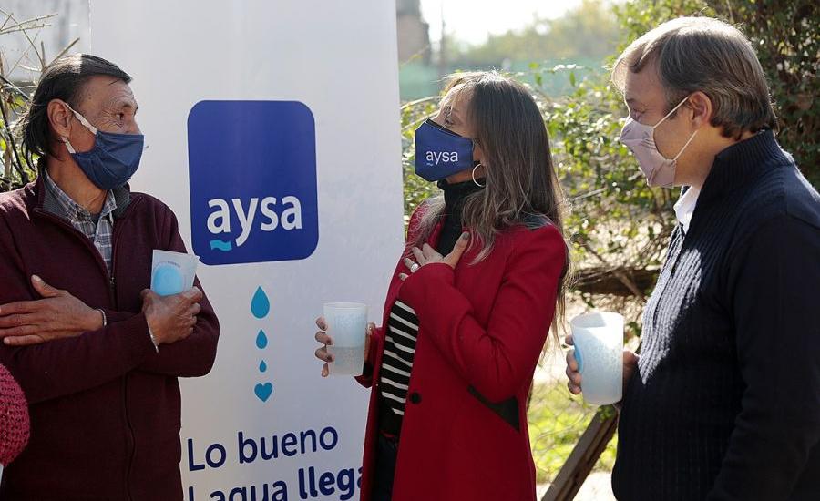 Malena Galmarini y Mariano Cascallares habilitaron una red de agua potable para 2500 familias de Alte Brown