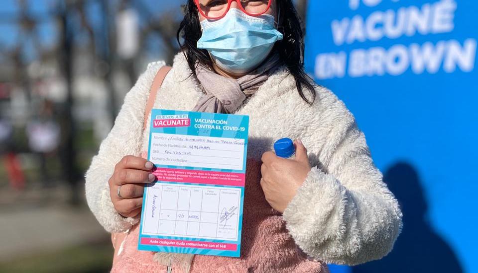 Con mil voluntarios y vacunatorios itinerantes, desarrollan un sábado de vacunación masiva