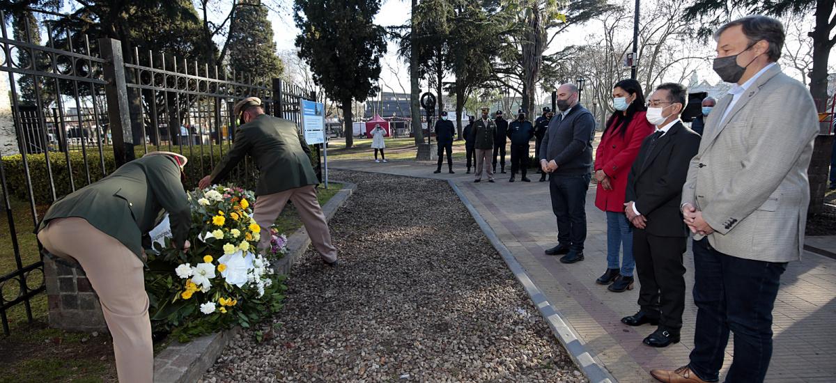 Emotiva conmemoración del  aniversario de Burzaco en el Monumento a la Bandera