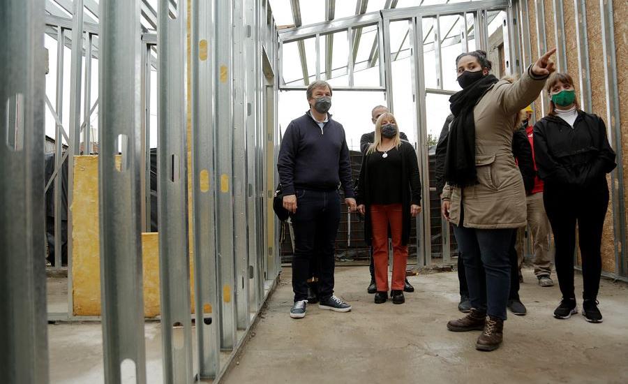 Cascallares recorrió obras en Glew y un nuevo centro para emprendedores