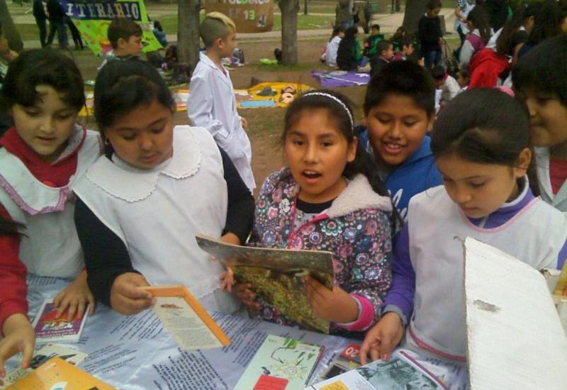 """Más de un centenar de escuelas de Brown participan de """"pic nic literarios"""""""