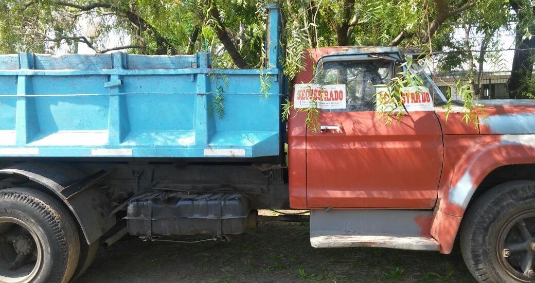 El municipio secuestró camión por vuelco ilegal de residuos