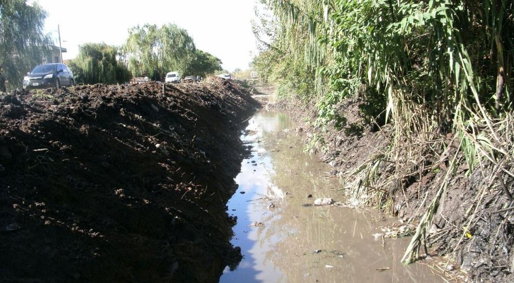 El municipio avanza con obras de saneamiento de arroyos y canales de Almirante Brown