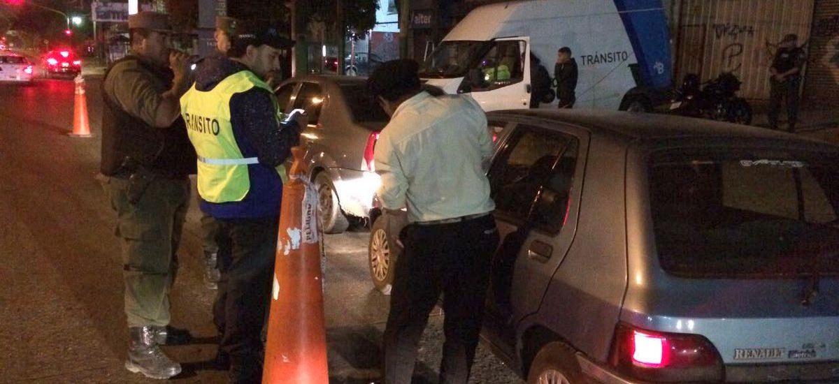 Secuestran autos, una combi de pasajeros y 21 licencias de conducir en Burzaco