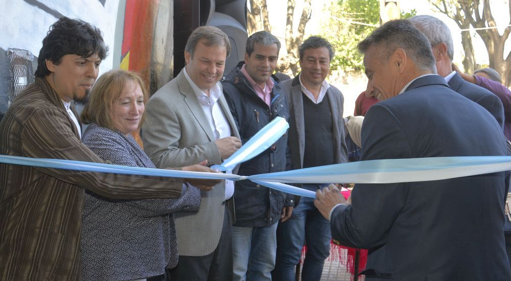 Cascallares inauguró la primera escuela de estética de Almirante Brown