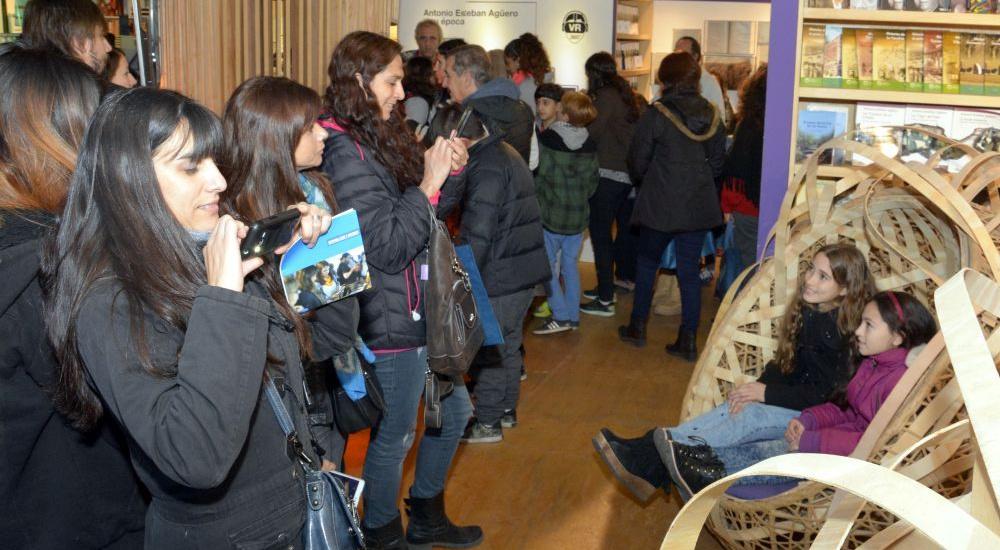 Una multitud visitó la II feria federal del libro de Brown