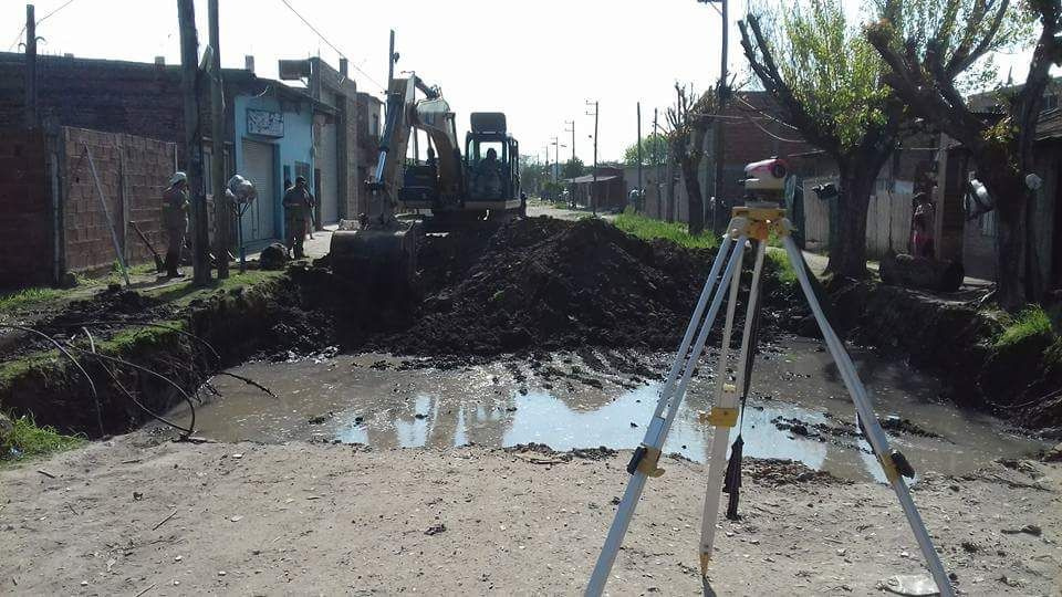 San José: iniciaron obras de pavimentación de Bynnon, entre Chubut y Santa Ana