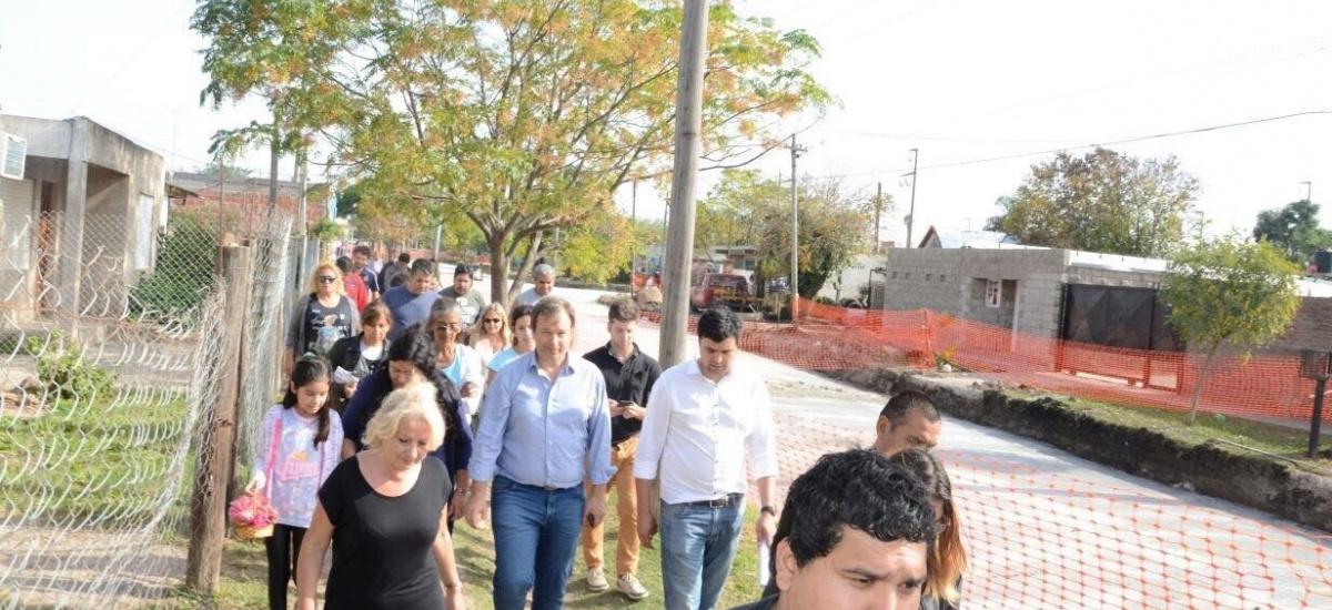 Cascallares recorrió obras de asfalto en tres barrios de Burzaco