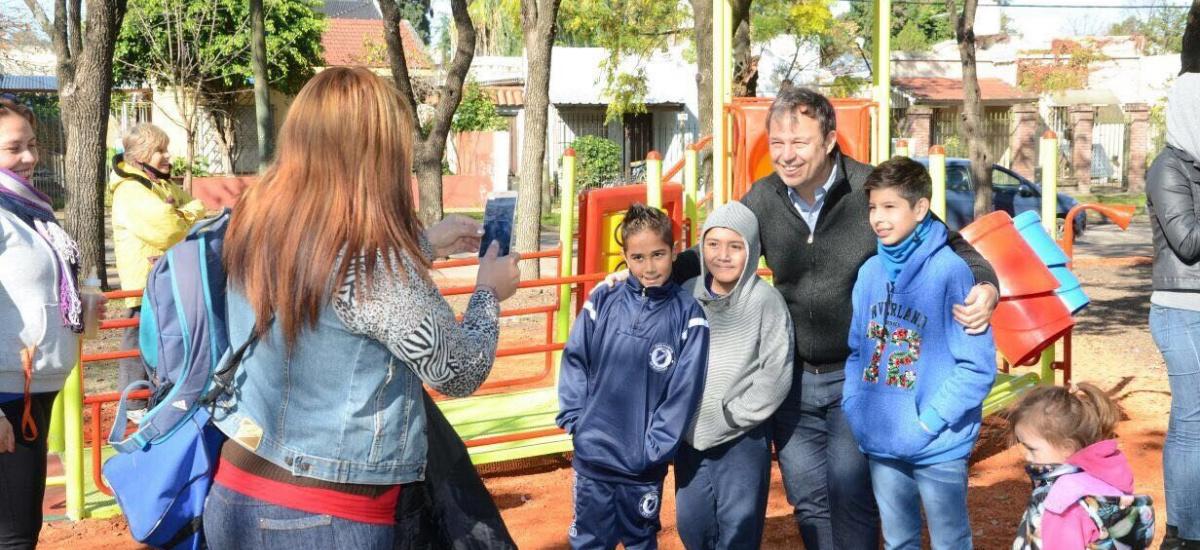 Se inauguraron obras de puesta en valor de la plaza San Cayetano en Burzaco